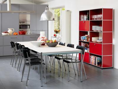 In estate il design colora la cucina fra tecnologia e artigianalità