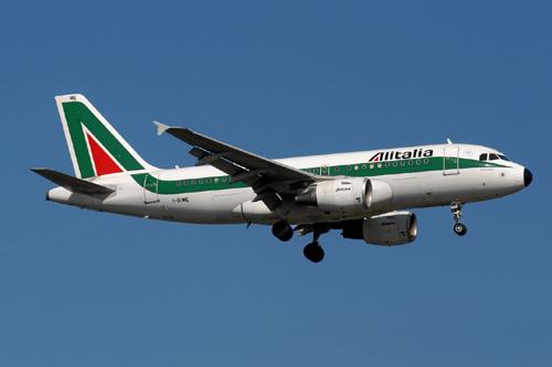 Alitalia alla ricerca di un partner dopo scadenza lock-up