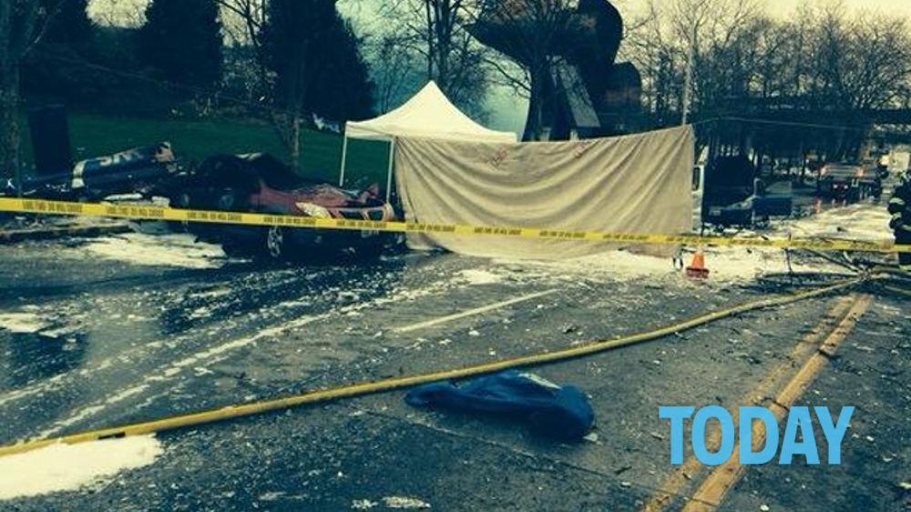 Elicottero Sessualmente : Seattle elicottero precipita sulle auto ed esplode morti