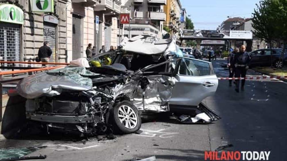 Milano pirata della strada fugge dopo schianto frontale e - Arredo bagno viale monza milano ...