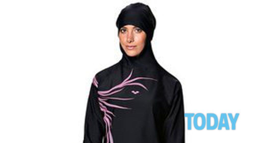Ecco il burqini il costume da bagno per nuotatrici musulmane - Donne senza costume da bagno ...