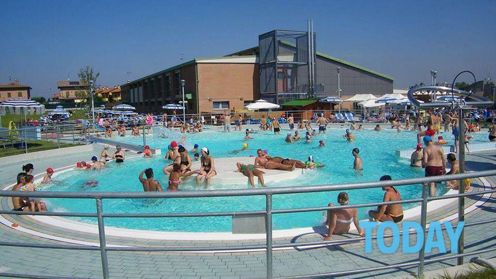 Le 10 piscine all aperto pi fresche di bologna e provincia for Centro sportivo le piscine