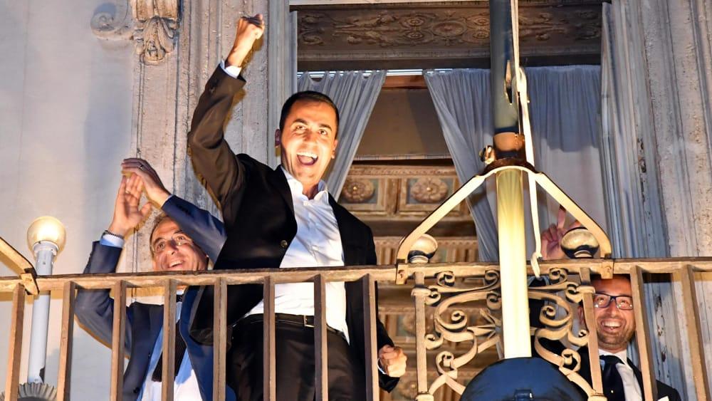 Def festeggiano i parlamentari m5s ansa 7 for I parlamentari