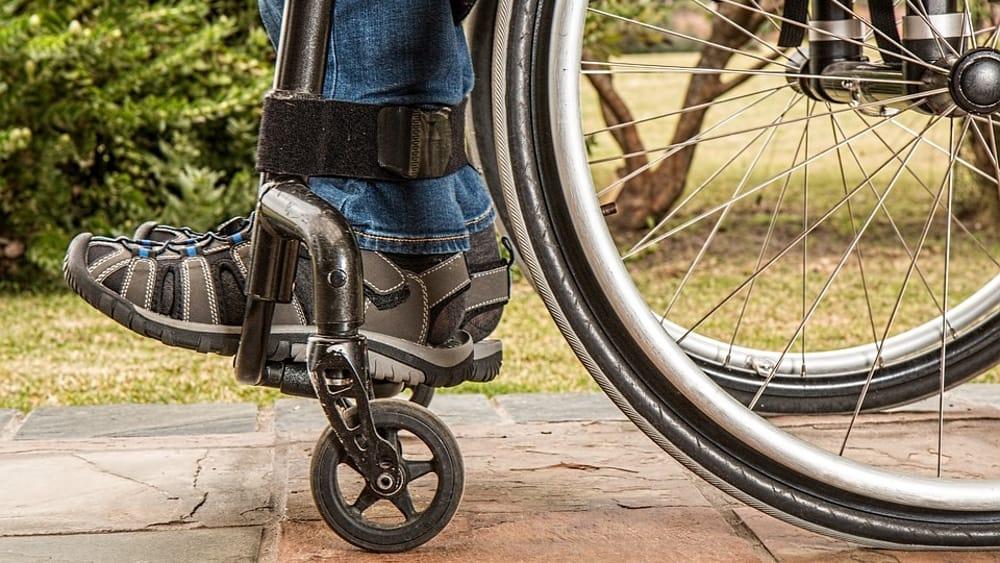 In italia le scuole sono ancora ad ostacoli meno di una for Fisico sedia a rotelle