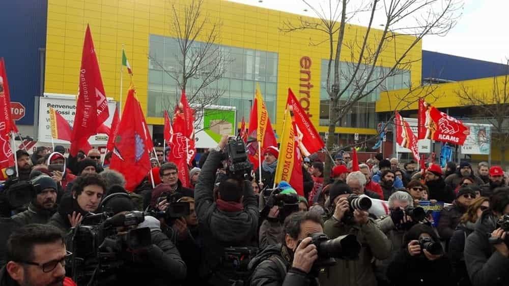 Lavoratori ikea in sciopero ma per l 39 azienda la protesta for Ikea orari rimini