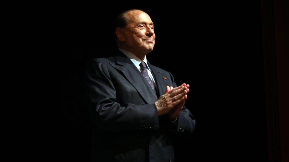 Berlusconi, il nuovo bollettino: ''E' una fase molto delicata'' thumbnail