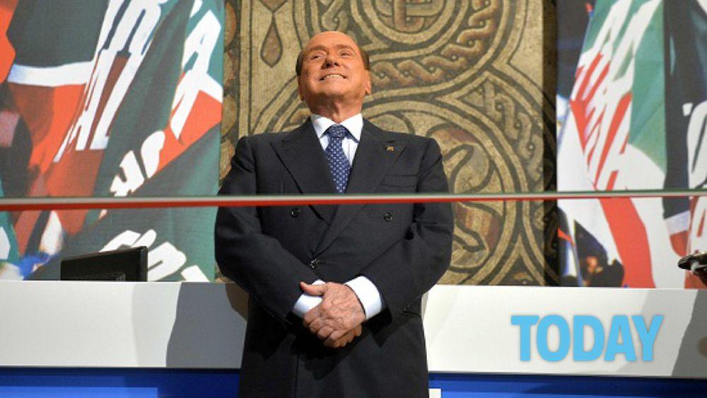 Berlusconi inaugura la nuova sede di forza italia for Senatori di forza italia