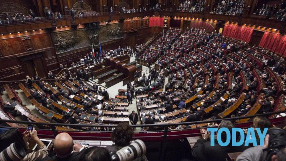 Camera sui vitalizi passa proposta pd e m5s irrompono a for Camera deputati roma