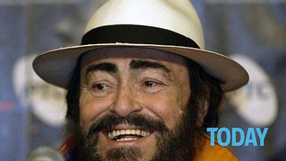 Pavarotti stretta di mano tra la prima moglie e nicoletta for Nicoletta mantovani pavarotti