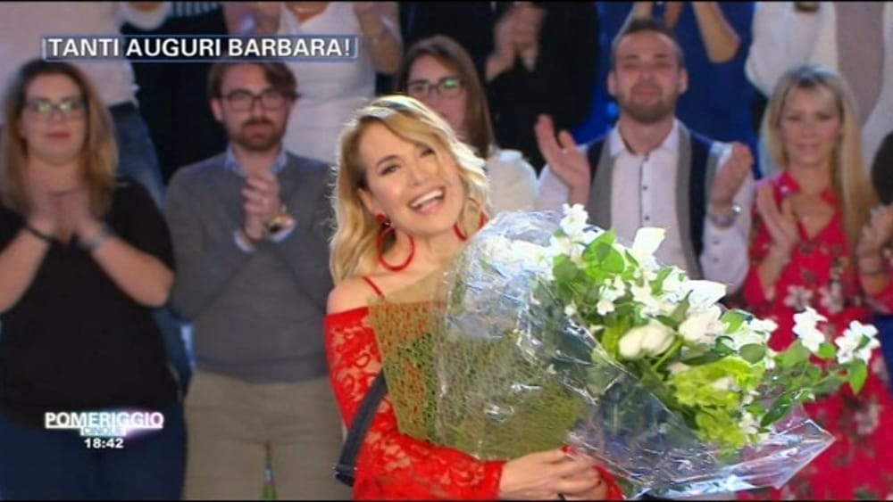 Happy b day barbara d 39 urso romantica sorpresa in diretta for Diretta camera dei deputati streaming