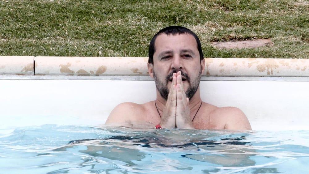 Salvini e il bagno in piscina il video virale in rete - Prurito dopo bagno in piscina ...