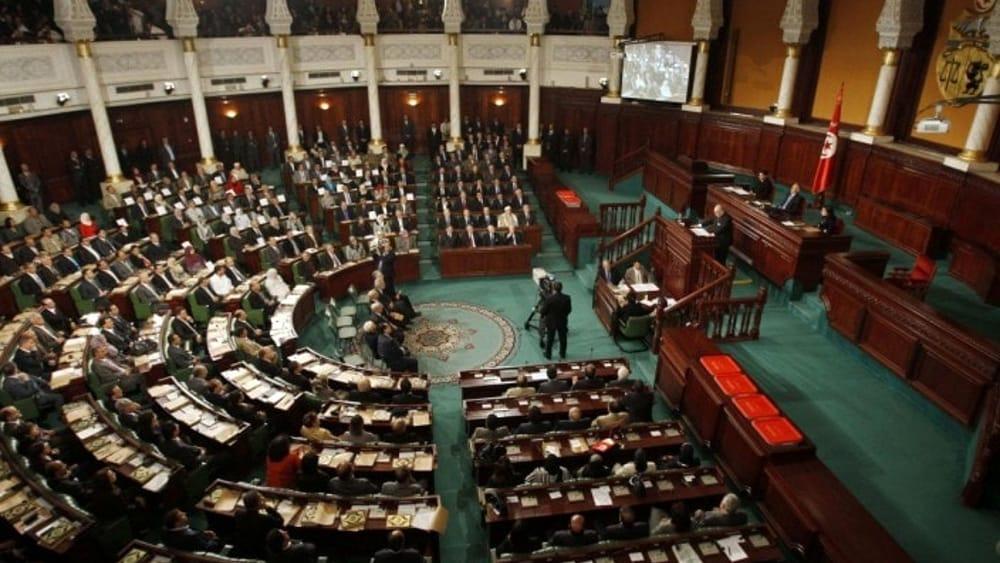 Tunisi due agenti accoltellati davanti al parlamento for Votazioni parlamento oggi