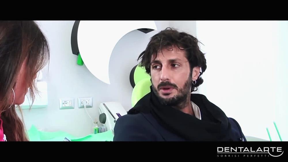 Fabrizio corona il video spot per lo studio dentistico