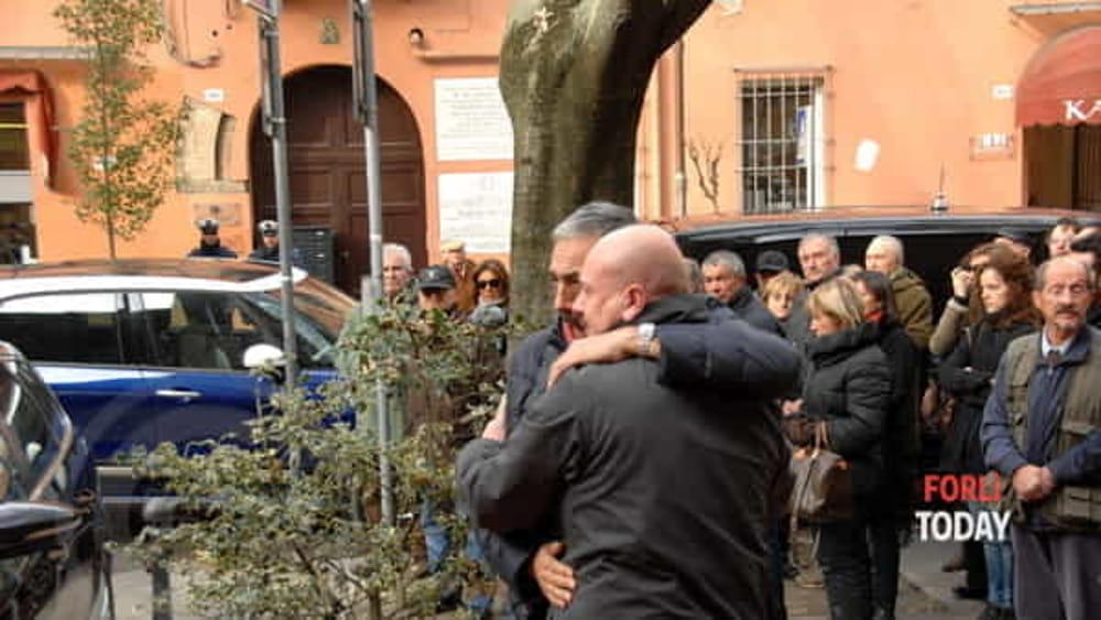 http://www.today.it/~media/horizontal-hi/34537513324608/bartoletti-funerali-2.jpg