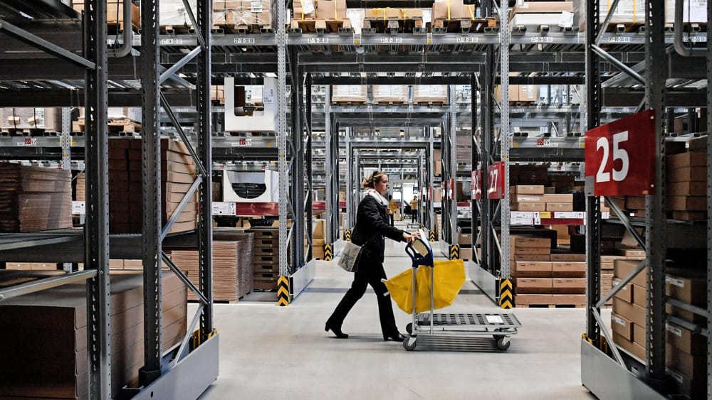 Ikea licenziamenti e polemiche sindacati contro il for Contenitori immondizia ikea
