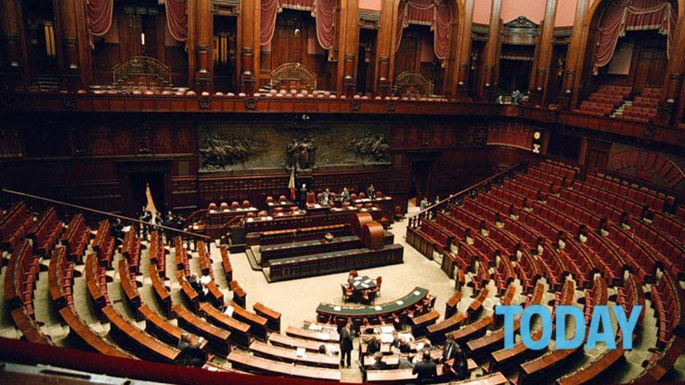 Parlamento in ferie tutti d 39 accordo maxi ponte pasquale for Web tv camera deputati