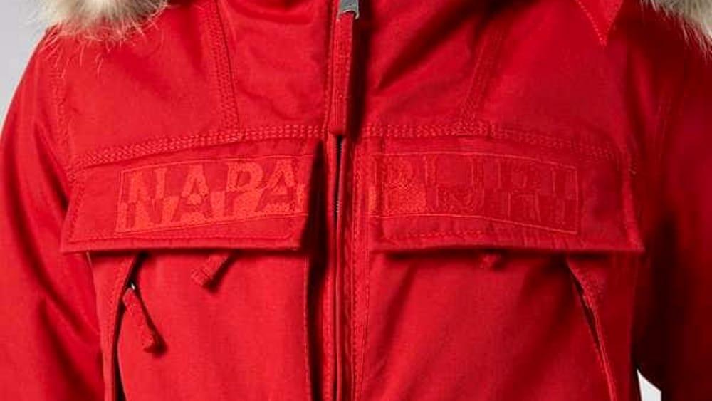 outlet store b2f53 d48df Napapijri dice basta a piume e pellicce: la nuova collezione ...