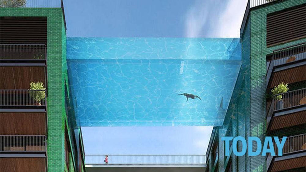 Una piscina di vetro sospesa nel vuoto un tuffo a 40 metri d 39 altezza - Piscina gonfiabile 2 metri ...