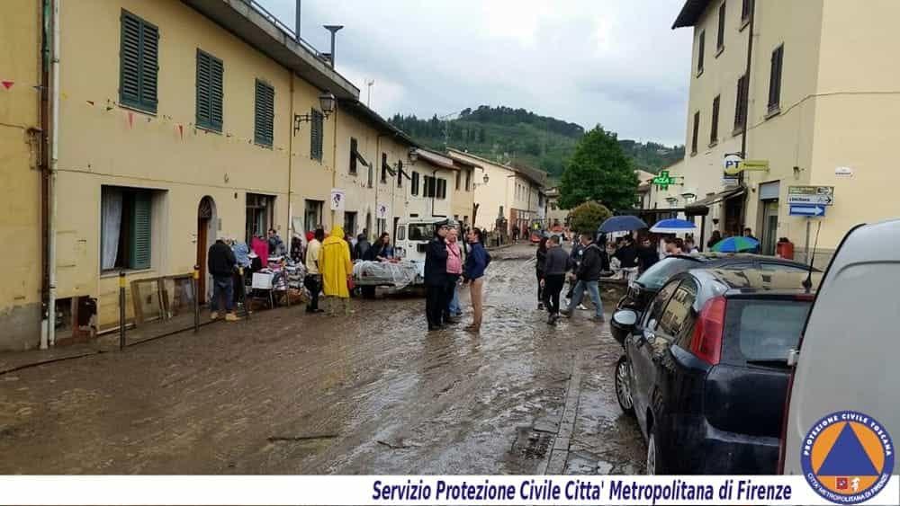 Esonda il torrente strade invase dal fango pioggia di for Cabine del torrente grave