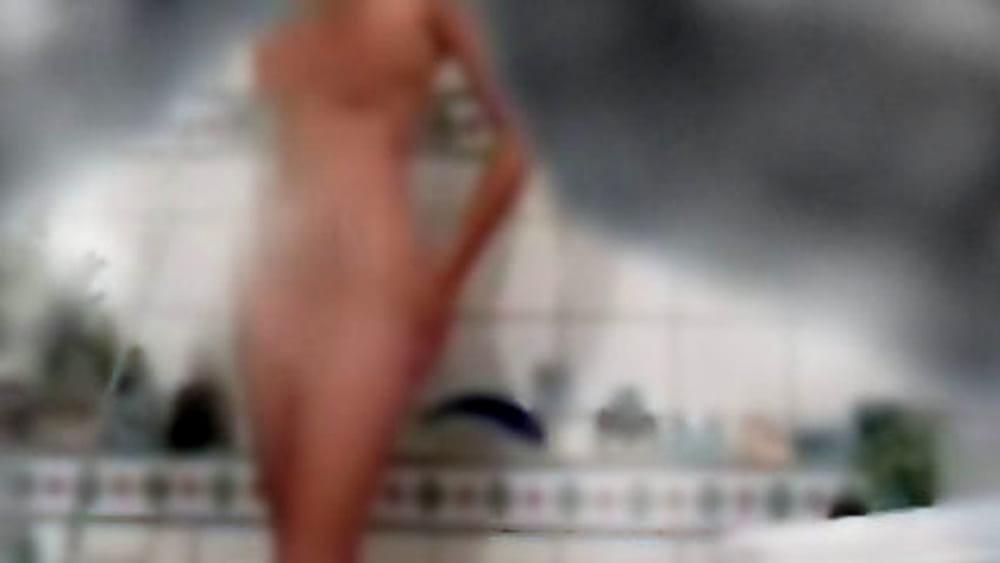 Idraulico installa telecamere in bagno per spiare una donna