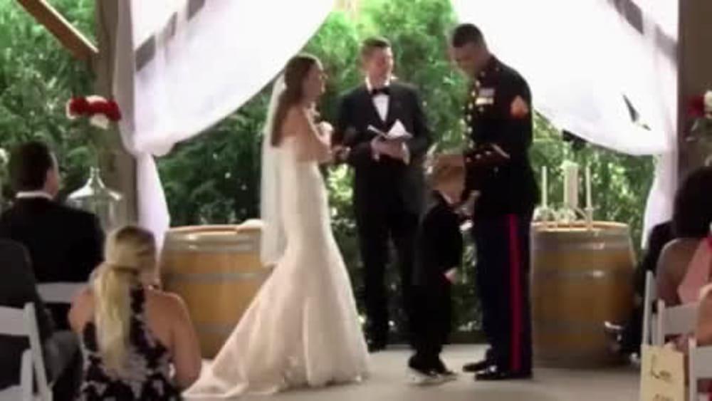 Il bimbo si commuove al matrimonio di pap e abbraccia la for Camera dei deputati diretta streaming