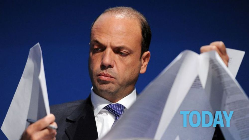Senatori di forza italia in fuga verso alfano per for Senatori di forza italia
