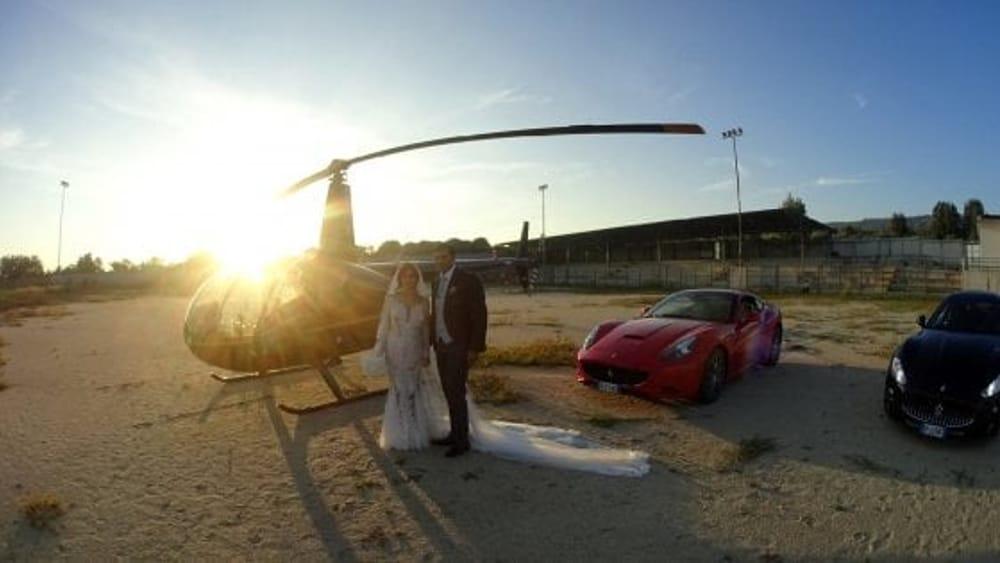 Matrimonio Procura : Nicotera gli sposi atterrano in piazza con l elicottero