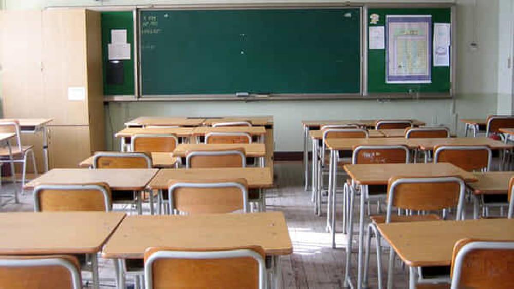 Scuola. Troppo presto l'inizio delle lezioni, danneggia turismo e studenti. Il sindaco di Sapri fa slittare l'apertura al 16 settembre. Torraca e Camerota sulla stessa linea.