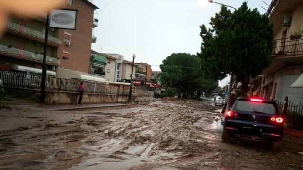 Maltempo a catania e siracusa camion dei vigili del for Subito offerte lavoro catania