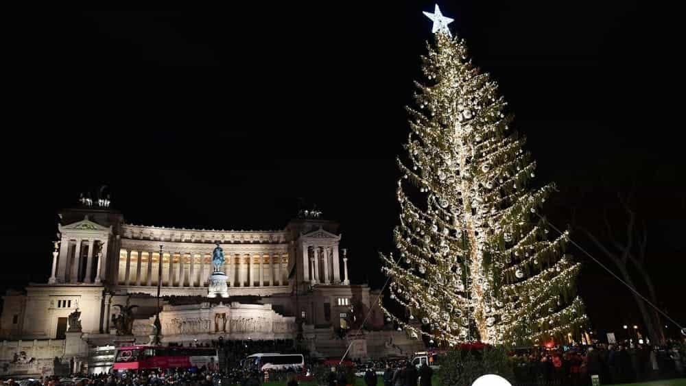 Spelacchio l 39 albero di natale che non piace ai romani for Costo canone rai 2017