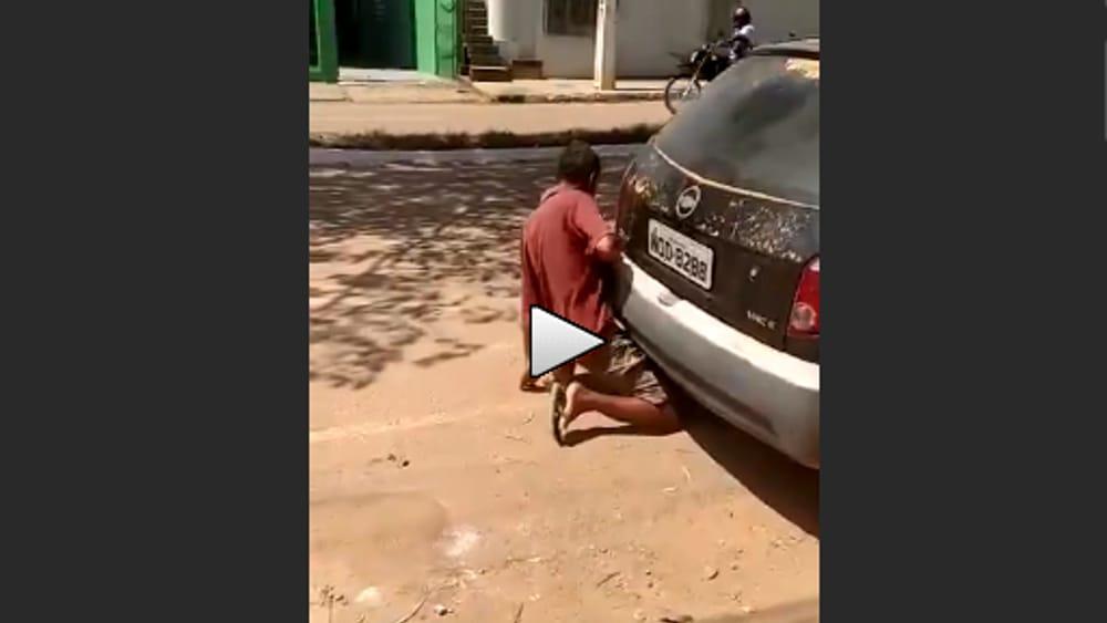 sesso auto video donna paga uomo
