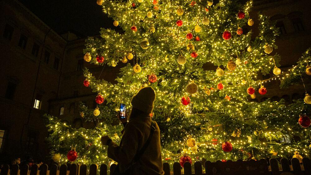 Auguri Di Buon Natale 2021 Video.Auguri Di Buon Anno 2021 Frasi Divertenti E Originali Da Inviare Su Whatsapp Ad Amici E Parenti