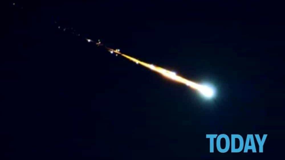 Meteorite sull 39 italia un boato e una lunga scia verde for Meteorite milano